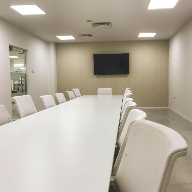 """قاعة إجتماعات <span class=""""price"""">تبدأ بـ 35 د.ل</span>"""